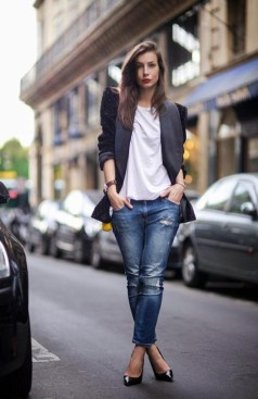Adorable Winter Outfits Ideas With Jeans15