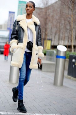 Adorable Winter Outfits Ideas With Jeans18