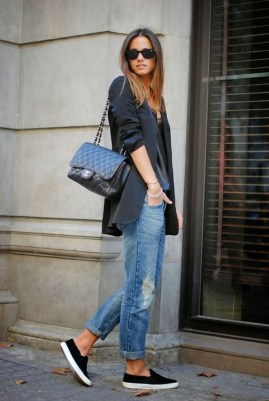 Adorable Winter Outfits Ideas With Jeans26
