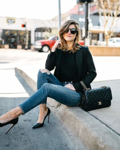Adorable Winter Outfits Ideas With Jeans29
