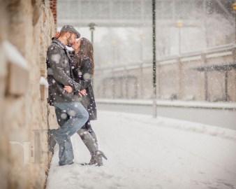 Best Winter Engagement Photo Ideas05