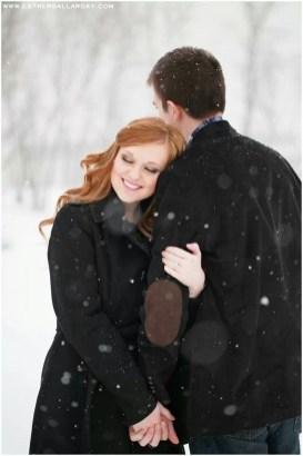 Best Winter Engagement Photo Ideas19