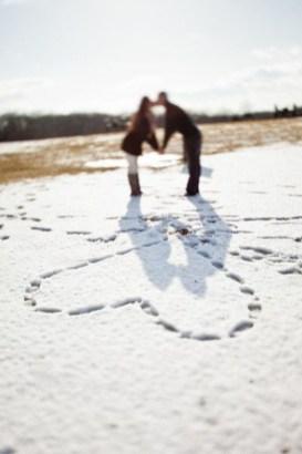 Best Winter Engagement Photo Ideas21