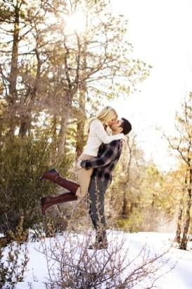 Best Winter Engagement Photo Ideas22