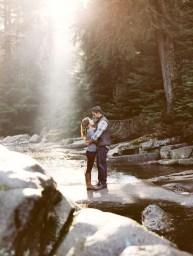 Best Winter Engagement Photo Ideas25