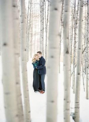 Best Winter Engagement Photo Ideas29