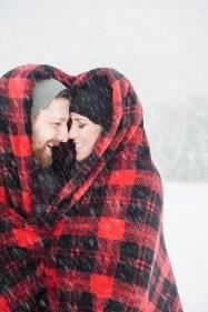 Best Winter Engagement Photo Ideas41