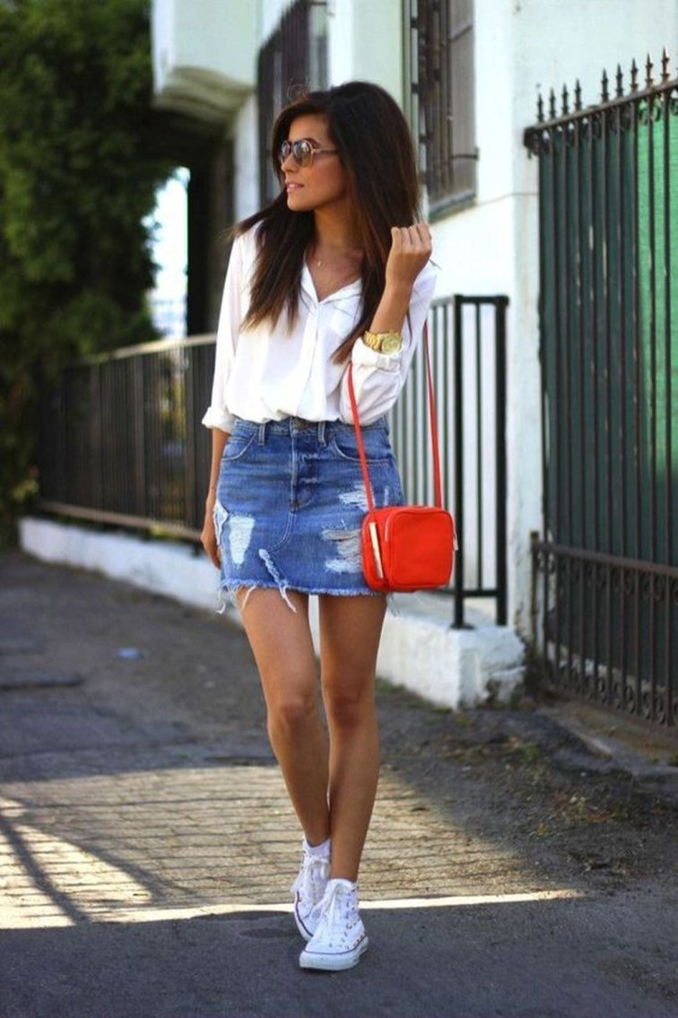 Elegant Denim Skirts Outfits Ideas For Spring06