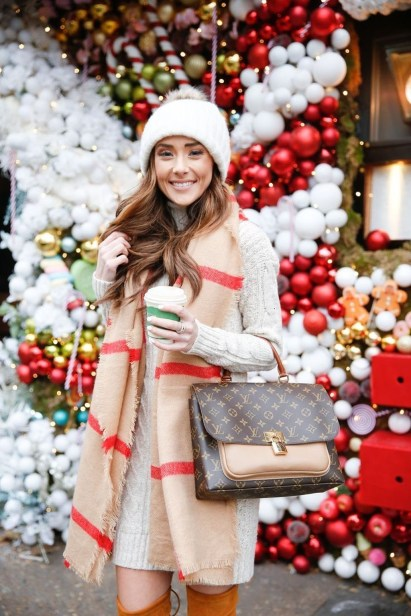 Impressive Holiday Outfits Ideas42
