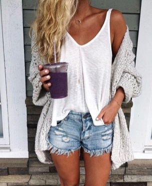 Stylish Fashion Beach Outfit Ideas17