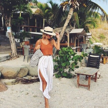 Stylish Fashion Beach Outfit Ideas27