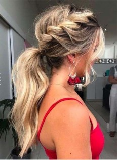 Beautiful Long Hairstyle Ideas For Women23
