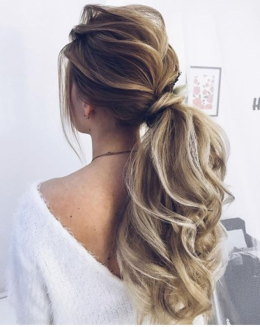 Charming Ponytail Hairstyles Ideas With Sophisticated Vibe37