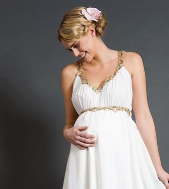 Gorgeous Maternity Wedding Outfits Ideas For Spring08