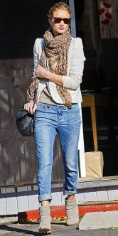 Best Ideas To Wear A Scarf Stylishly This Spring12