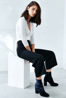 Best Ideas To Wear Wide Ankle Boots This Spring14