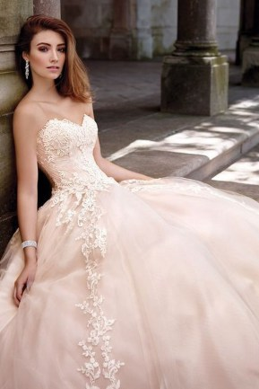 Newest Lace Sweetheart Wedding Dresses Ideas For Spring17