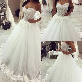 Newest Lace Sweetheart Wedding Dresses Ideas For Spring30