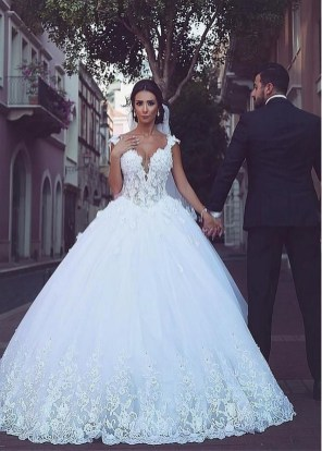 Pretty V Neck Tulle Wedding Dress Ideas For 201936