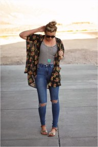 Creative Summer Style Ideas With Ripped Jeans04