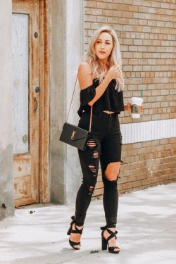 Creative Summer Style Ideas With Ripped Jeans17
