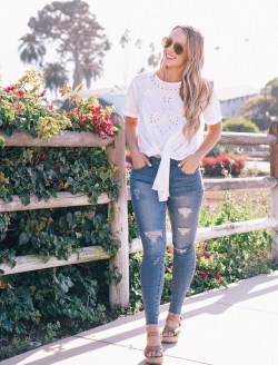 Creative Summer Style Ideas With Ripped Jeans25