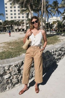 Elegant Summer Outfits Ideas For Women Over 40 Years Old22