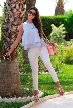 Elegant Summer Outfits Ideas For Women Over 40 Years Old23