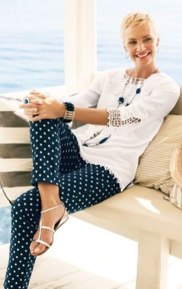 Elegant Summer Outfits Ideas For Women Over 40 Years Old24