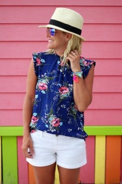 Elegant Summer Outfits Ideas For Women Over 40 Years Old36