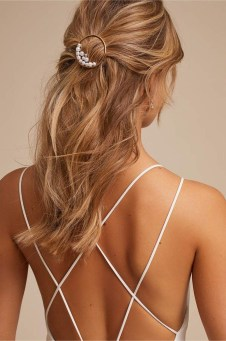 Fashionable Hairstyle Ideas For Summer Wedding Guest17