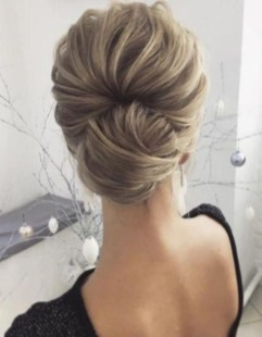 Fashionable Hairstyle Ideas For Summer Wedding Guest23