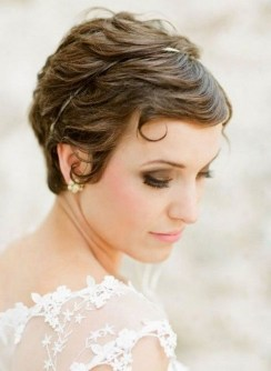 Fashionable Hairstyle Ideas For Summer Wedding Guest36