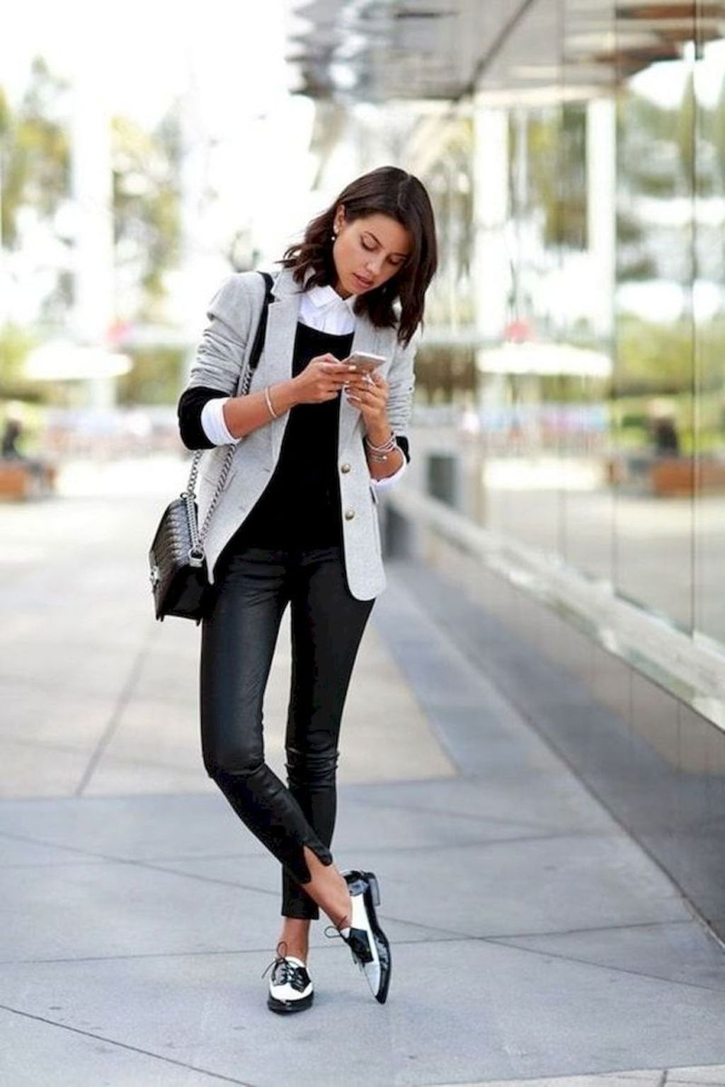 Fashionable Work Outfit Ideas To Try Now34