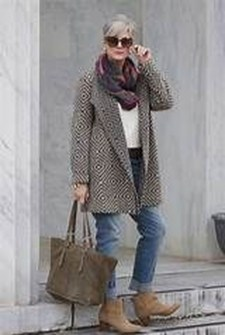 Pretty Styles Ideas For 50 Year Old Woman21