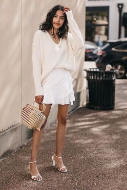 Charming Minimalist Outfits Ideas To Inspire Your Style09
