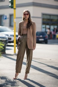 Charming Minimalist Outfits Ideas To Inspire Your Style18