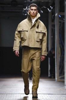Elegant Winter Outfits Ideas For Men30