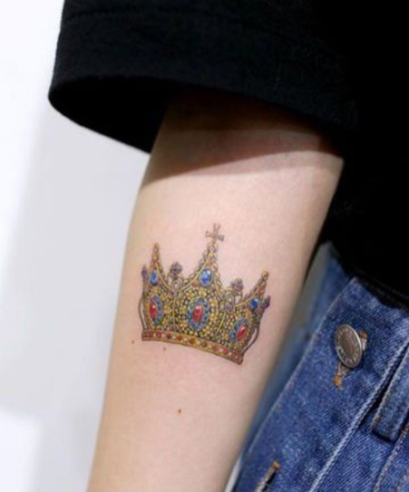 Comfy Crown Tattoos Ideas Youll Need To See18