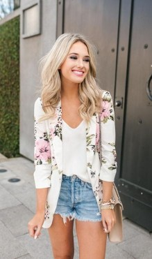 Cozy Combinations Ideas With Floral Blazers You Must Try32