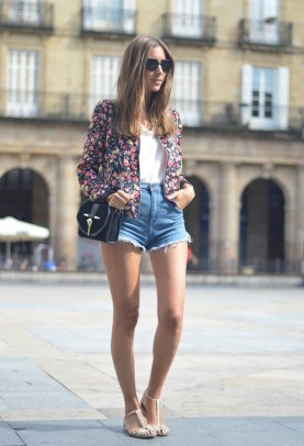 Cozy Combinations Ideas With Floral Blazers You Must Try41