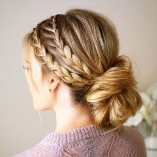 Gorgeous Prom Hairstyles Ideas For Women You Must Try15