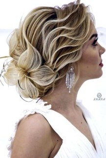 Gorgeous Prom Hairstyles Ideas For Women You Must Try17