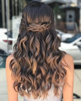 Gorgeous Prom Hairstyles Ideas For Women You Must Try33