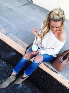 Hottest Women Summer Outfits Ideas With Ripped Jeans To Try35