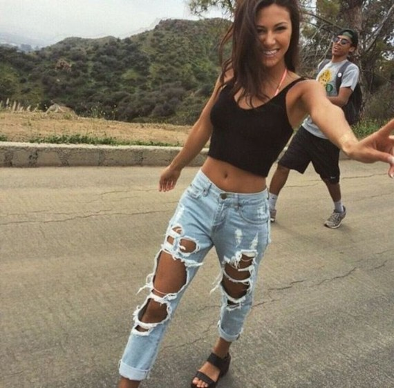 Hottest Women Summer Outfits Ideas With Ripped Jeans To Try37
