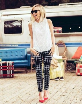 Impressive Spring And Summer Work Outfits Ideas For Women24