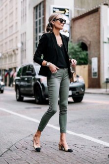 Impressive Spring And Summer Work Outfits Ideas For Women40