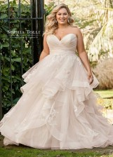 Impressive Wedding Dresses Ideas That Are Perfect For Curvy Brides03