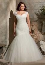 Impressive Wedding Dresses Ideas That Are Perfect For Curvy Brides11